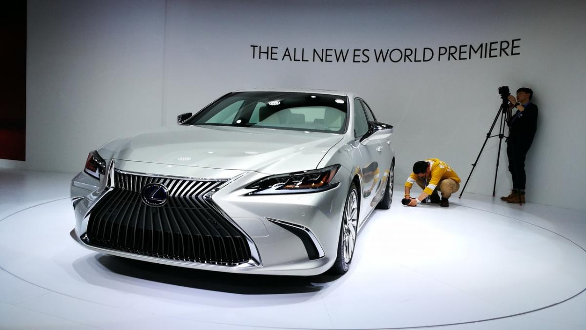 Lexus ES 2019 1