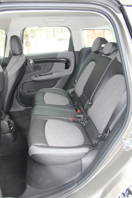 Салон гибридного MINI Cooper S E