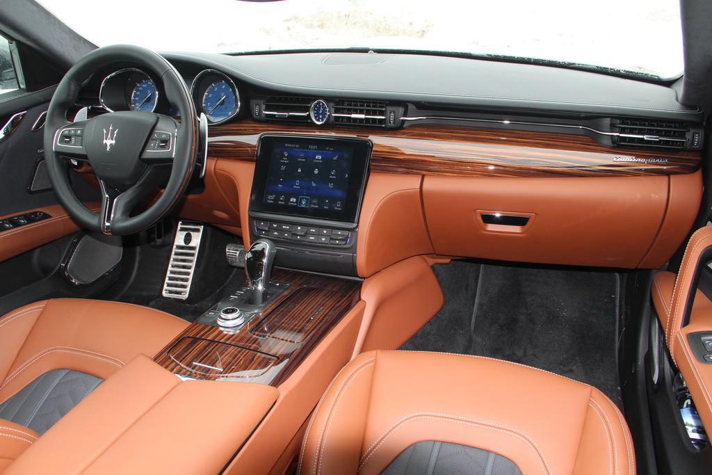 Салон Maserati Quattroporte