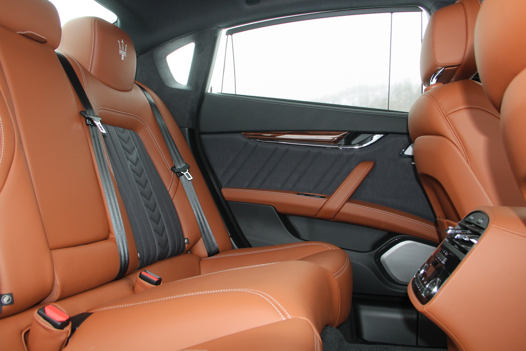 Задний ряд Maserati Quattroporte