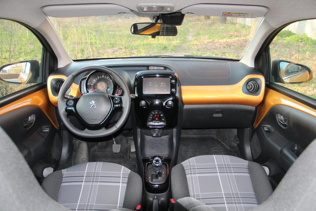 Интерьер нового Peugeot 108