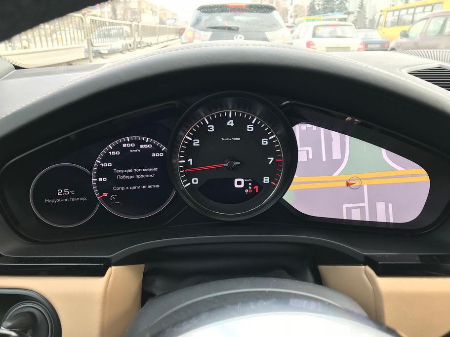Приборы нового Porsche Cayenne