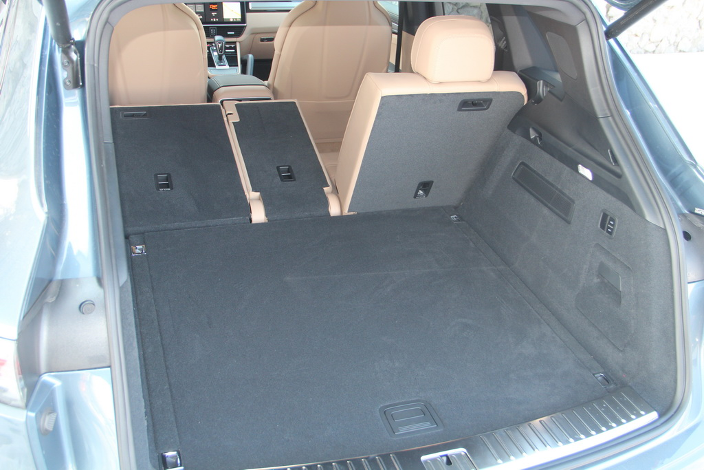 Багажник нового Porsche Cayenne