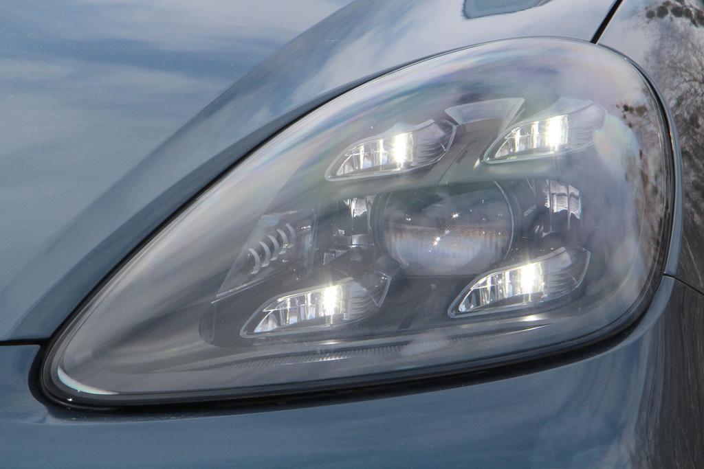 LED оптика нового Porsche Cayenne
