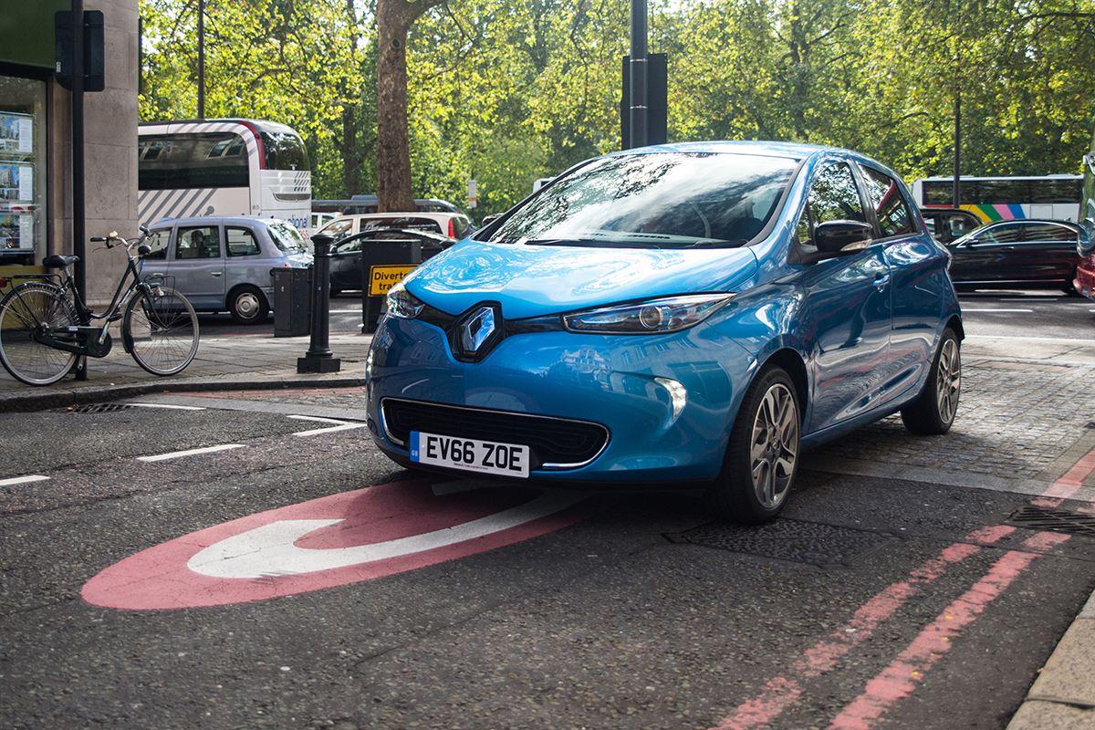 авто на электротяге Renault Zoe