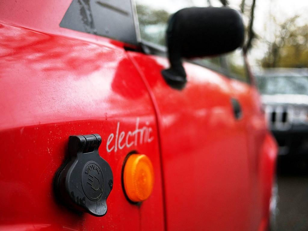 Автопроизводителей обвинили в сговоре по задержке выпуска электромобилей 4