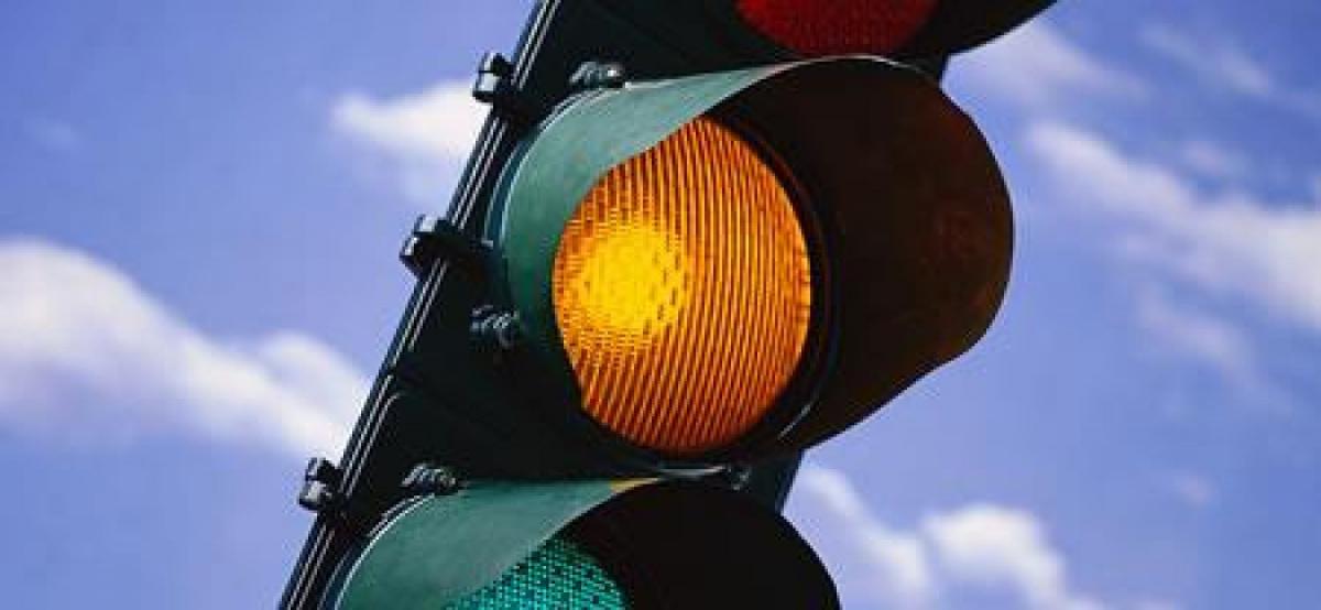 Желтый сигнал светофора Украина