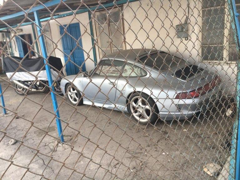 брошенный Porsche 911