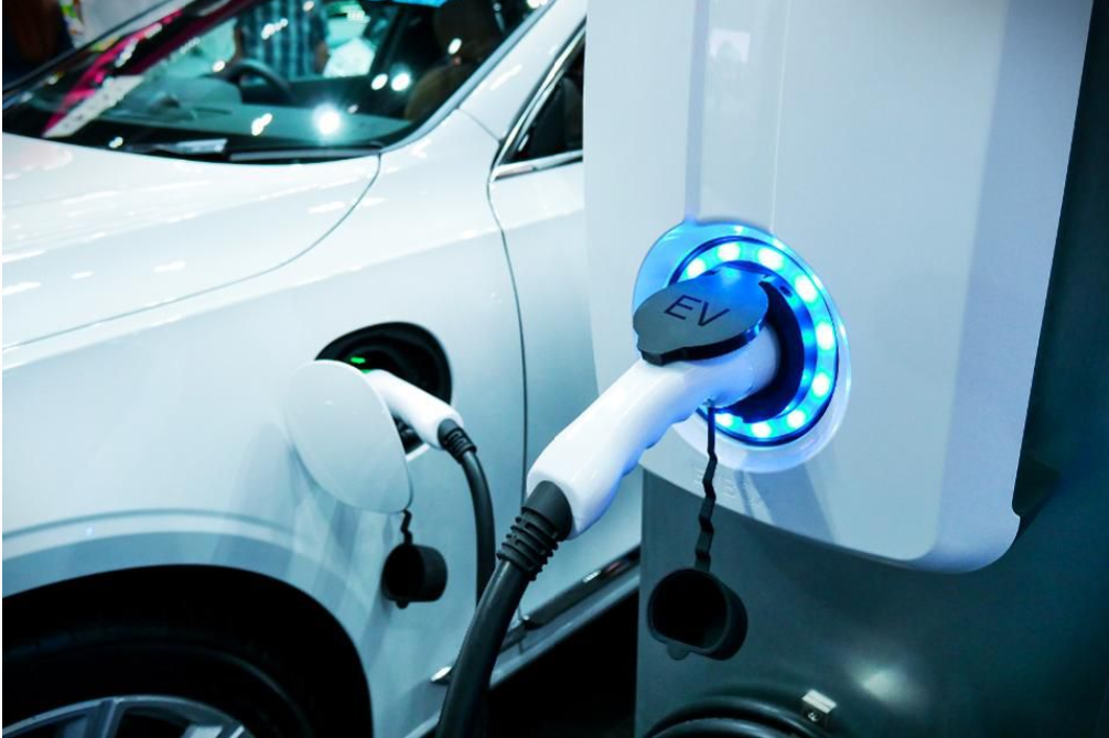 Многие американцы хотят приобрести электромобиль