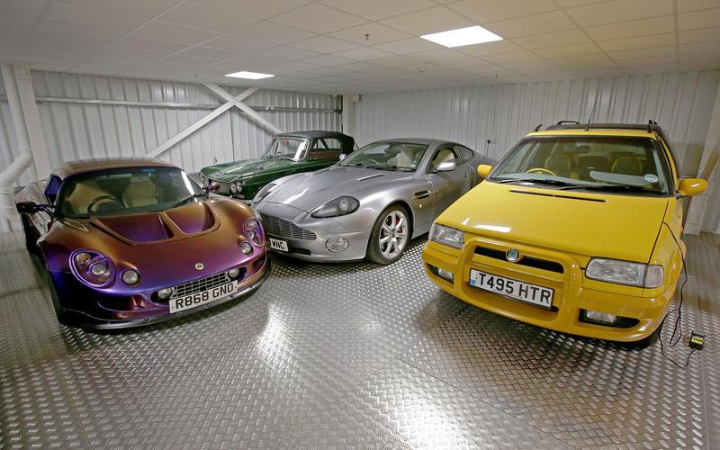 Самую большую коллекцию авто в Европе показали на фото