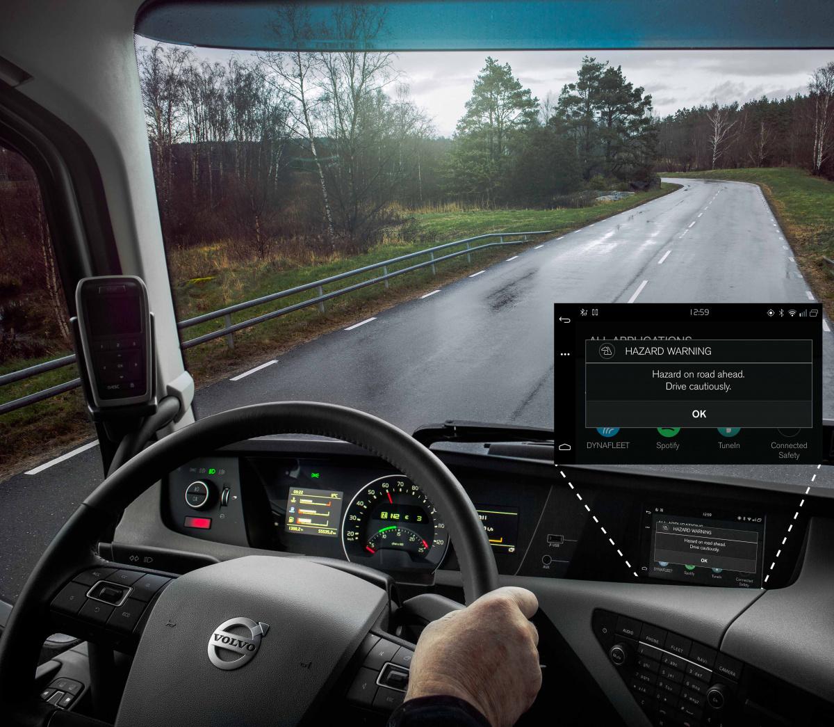 Автомобили Volvo смогут общаться друг сдругом и«заглядывать заугол» class=