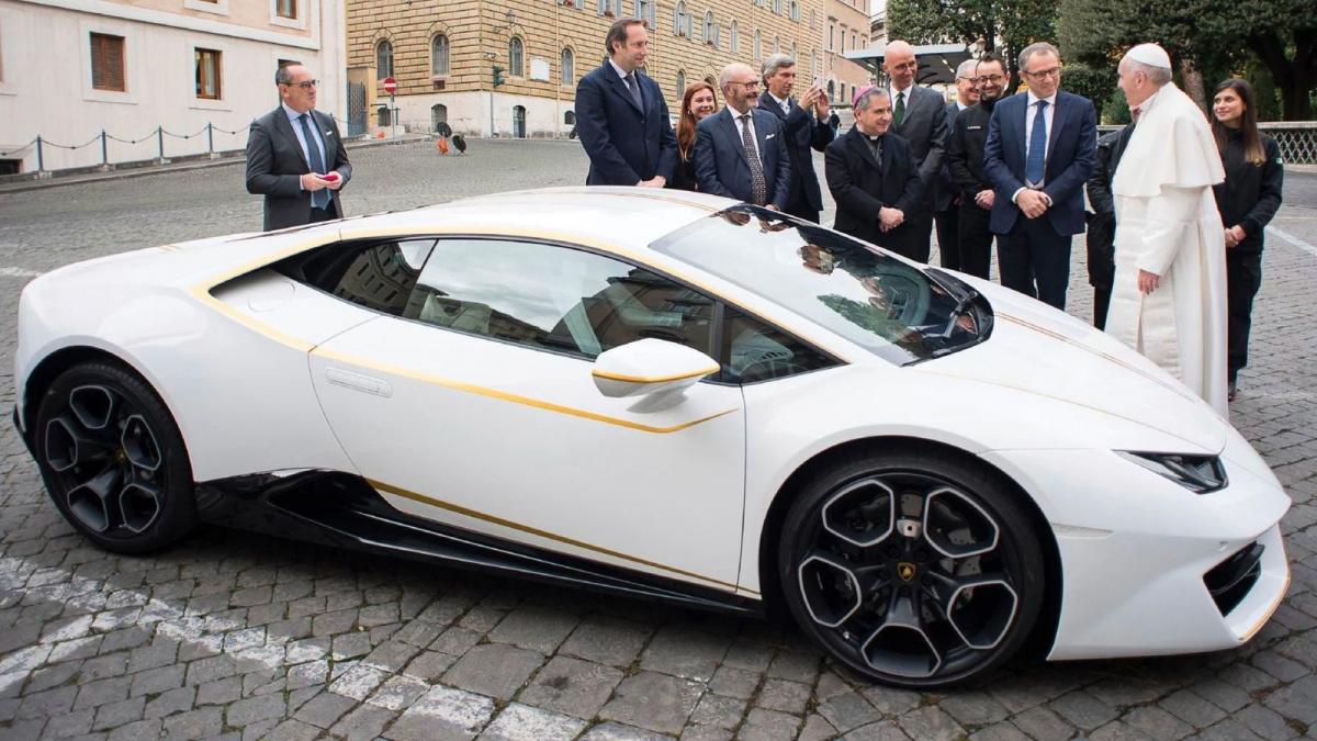 Lamborghini Huracan принадлежащий Папе Римскому выставлен на продажу