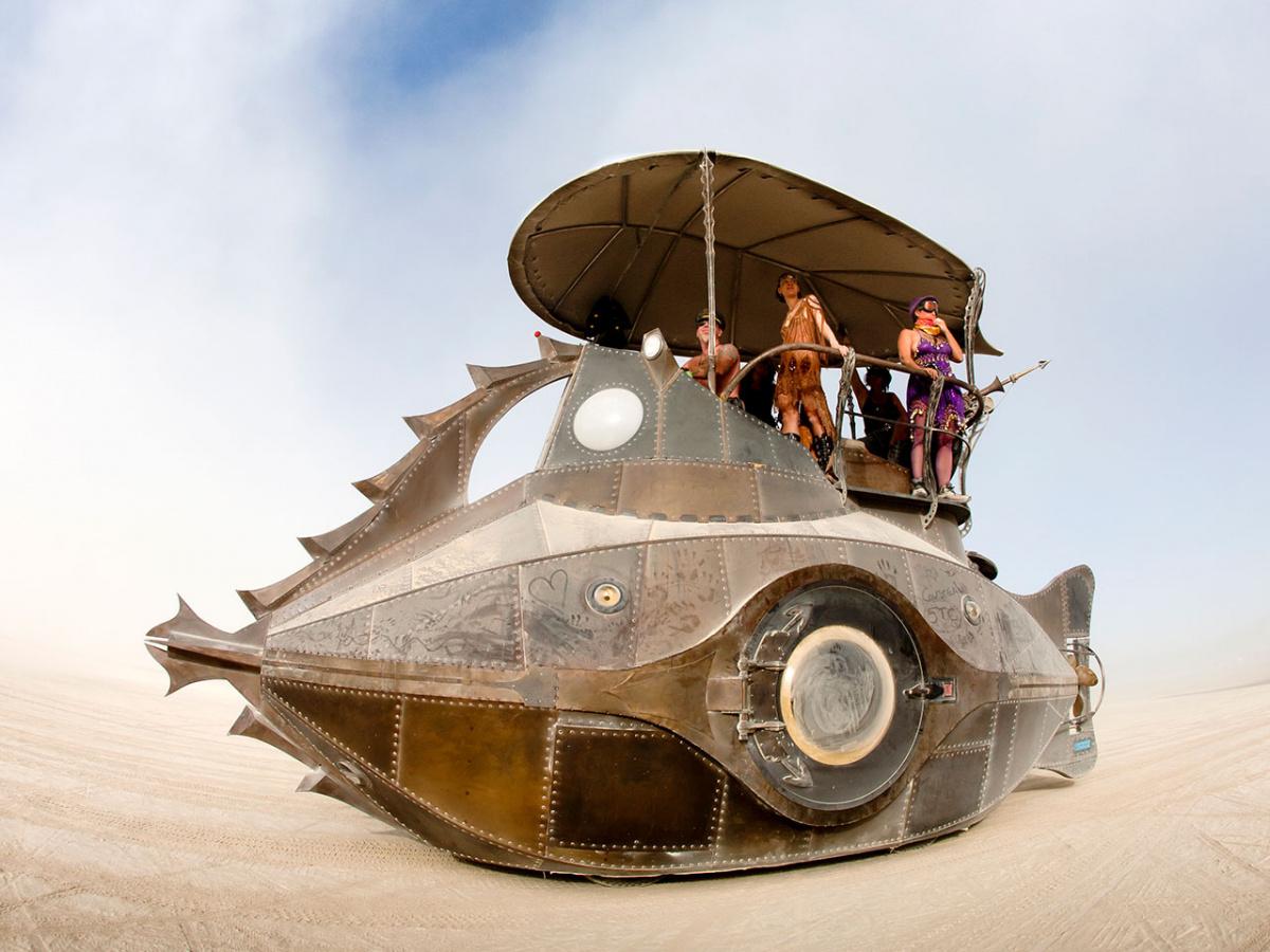 произведения искусства - наземная подводная-лодка-автомобиль