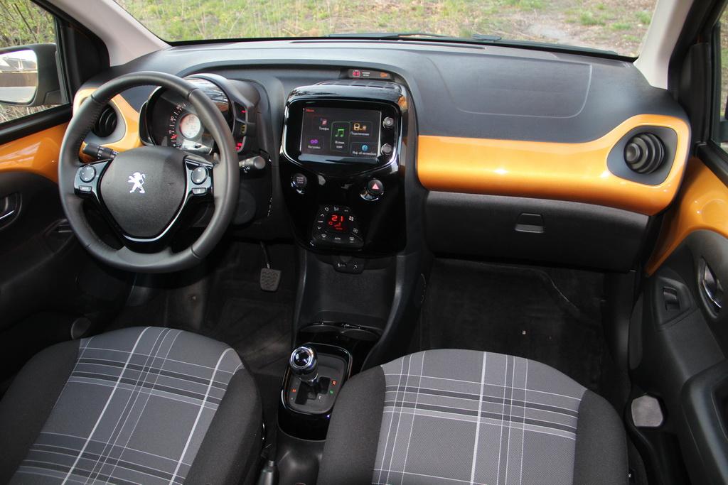 Интерьер Peugeot 108