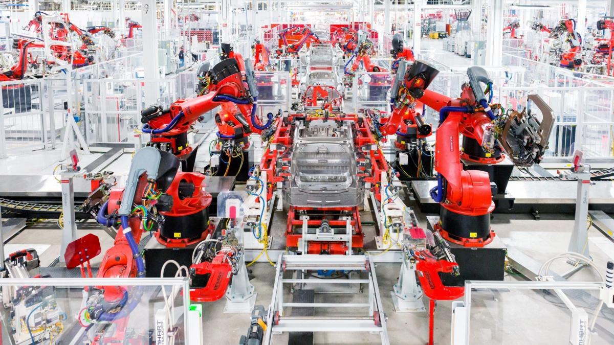 Электромобили будут дешеветь - производство Тесла