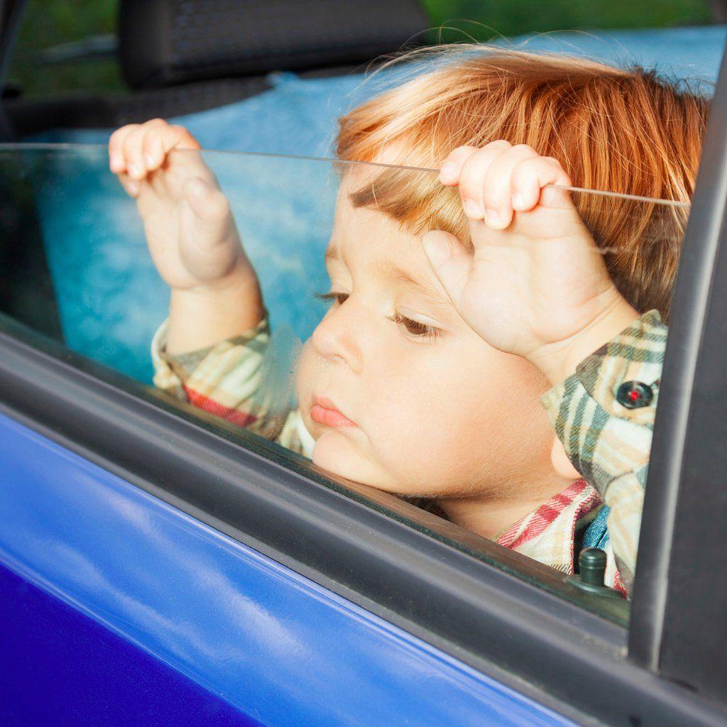 Ребенок в машине - как нагревается салон автомобиля летом