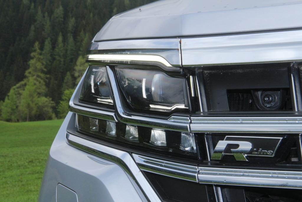 Матричные фары Volkswagen Touareg 2018