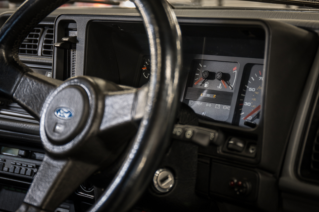 Старый Ford Sierra продали по цене нового Porsche 911