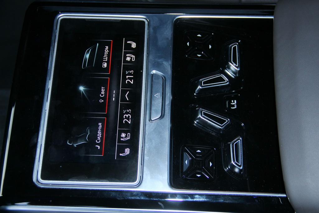 Управление задним рядом Audi A8 L