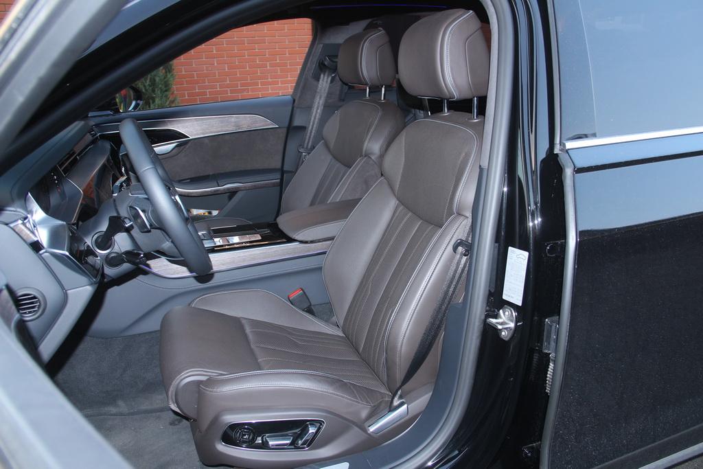 Кресло водителя Audi A8
