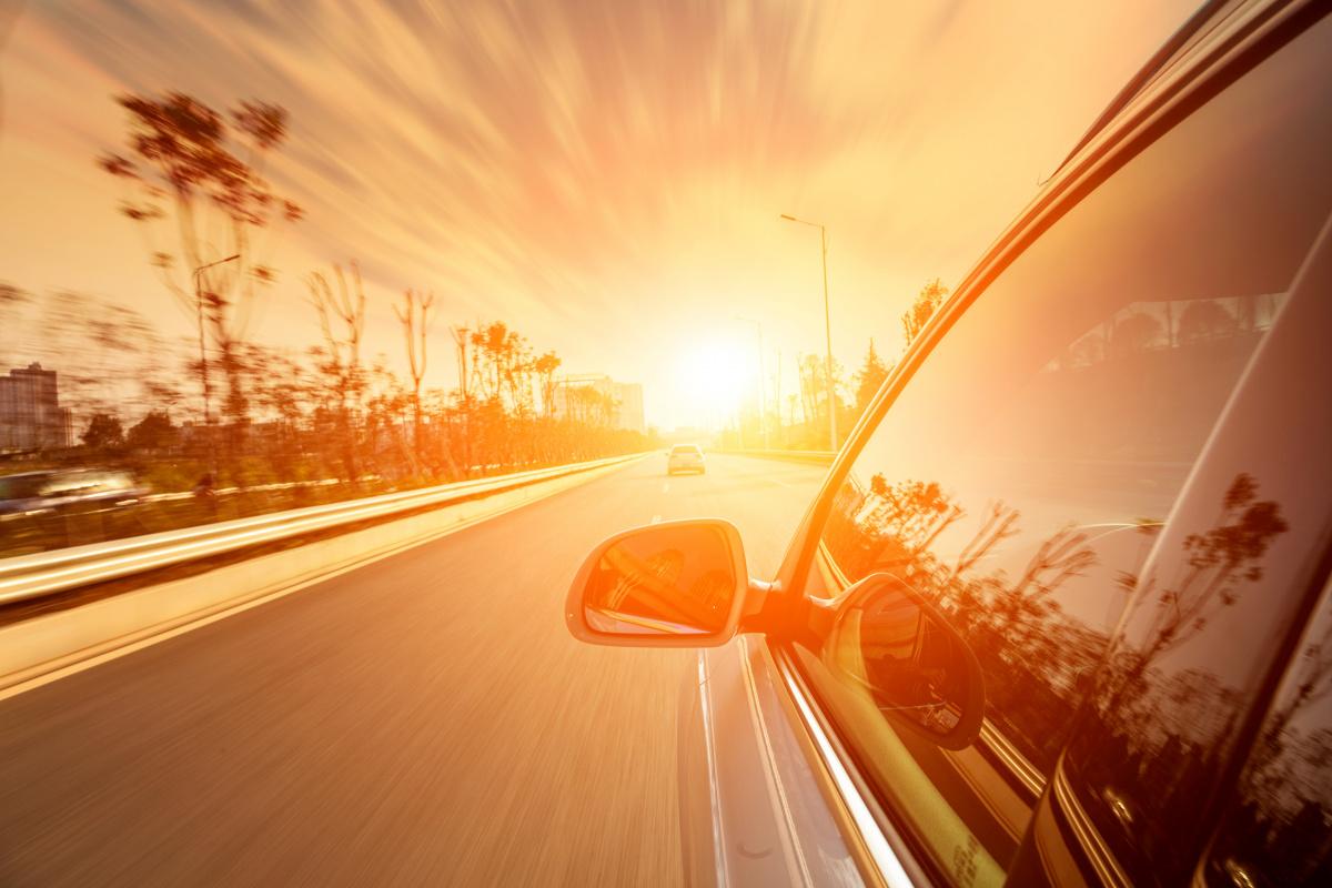Чем опасна жара в автомобиле