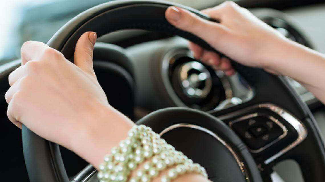 Фото принцессы Саудовской Аравии за рулем украсило обложку Vogue