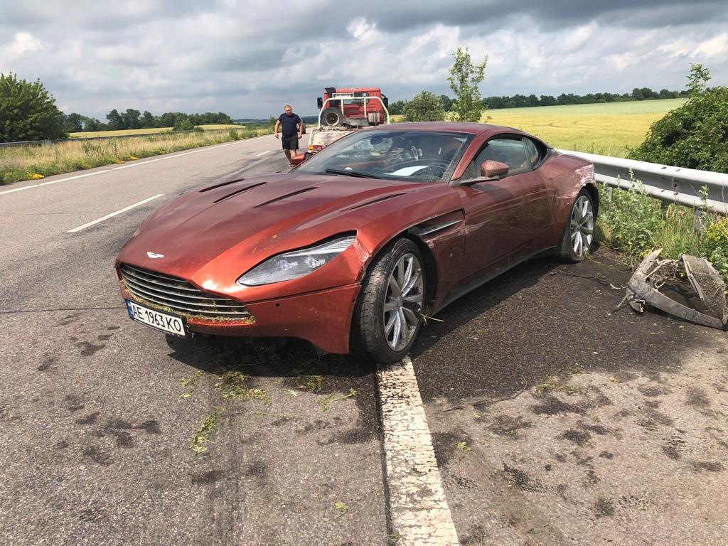 В Украине нашли брошенным разбитый Aston Martin за 8,5 миллионов гривен, фото-2