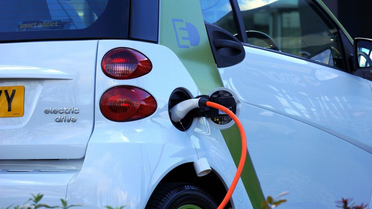 Станции зарядки для электромобилей Великобритания