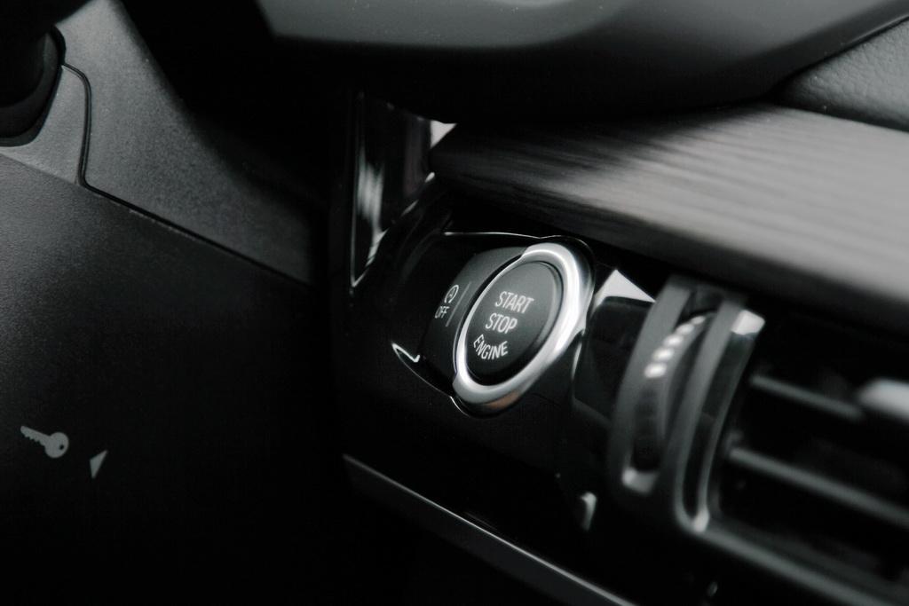 Кнопка запуска мотора BMW X5 (F15)