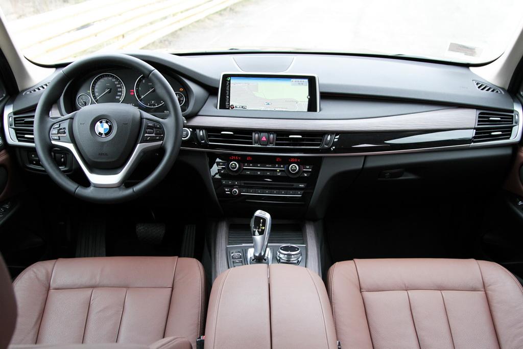 Интерьер BMW X5 (F15)