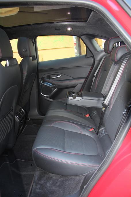 Задний ряд Jaguar E-Pace