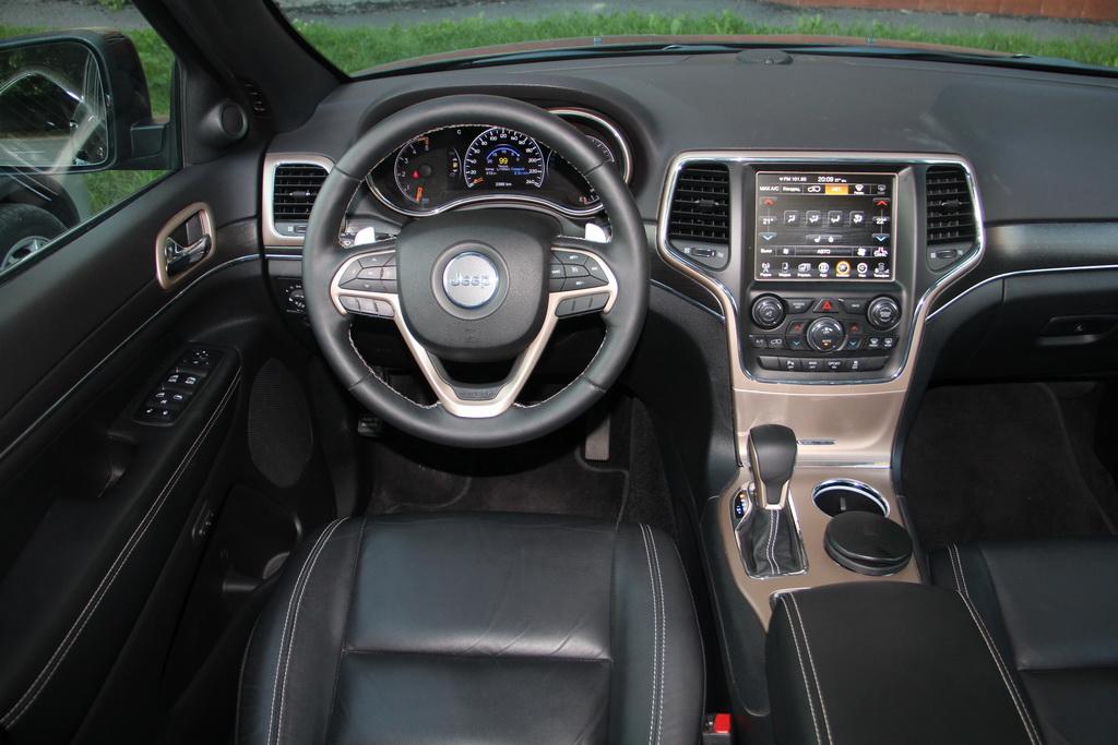 Интерьер Jeep Grand Cherokee 2018