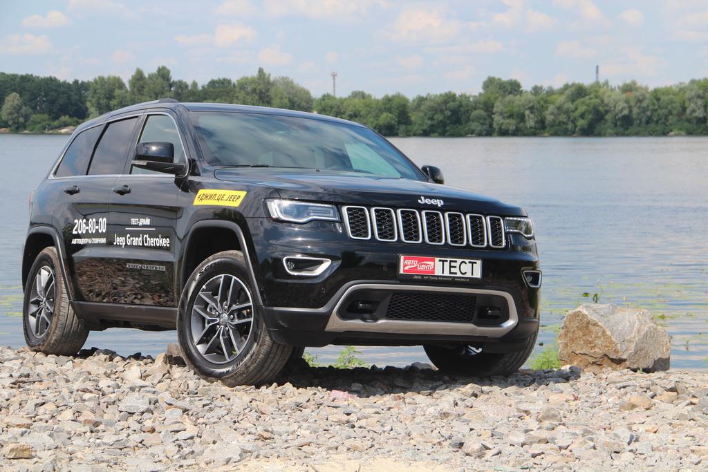 У Jeep Grand Cherokee 2018 есть все обязательные атрибуты настоящего  «легального» Джипа – фирменная решетка радиатора с 7 вертикальными окнами и  нарочито ... e2d9aecc53d9a