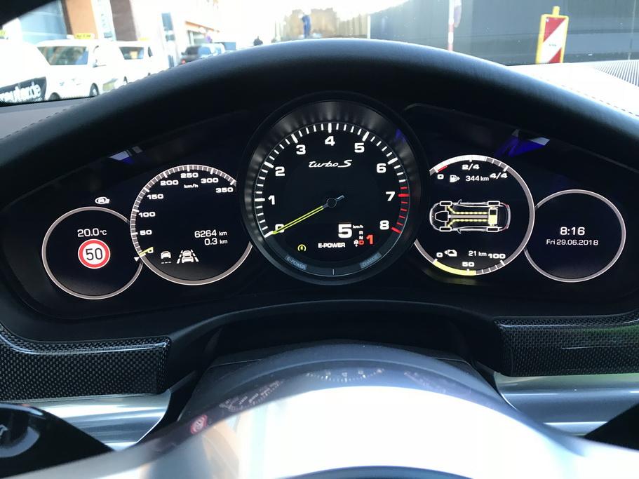 Приборы гибридного Porsche Panamera