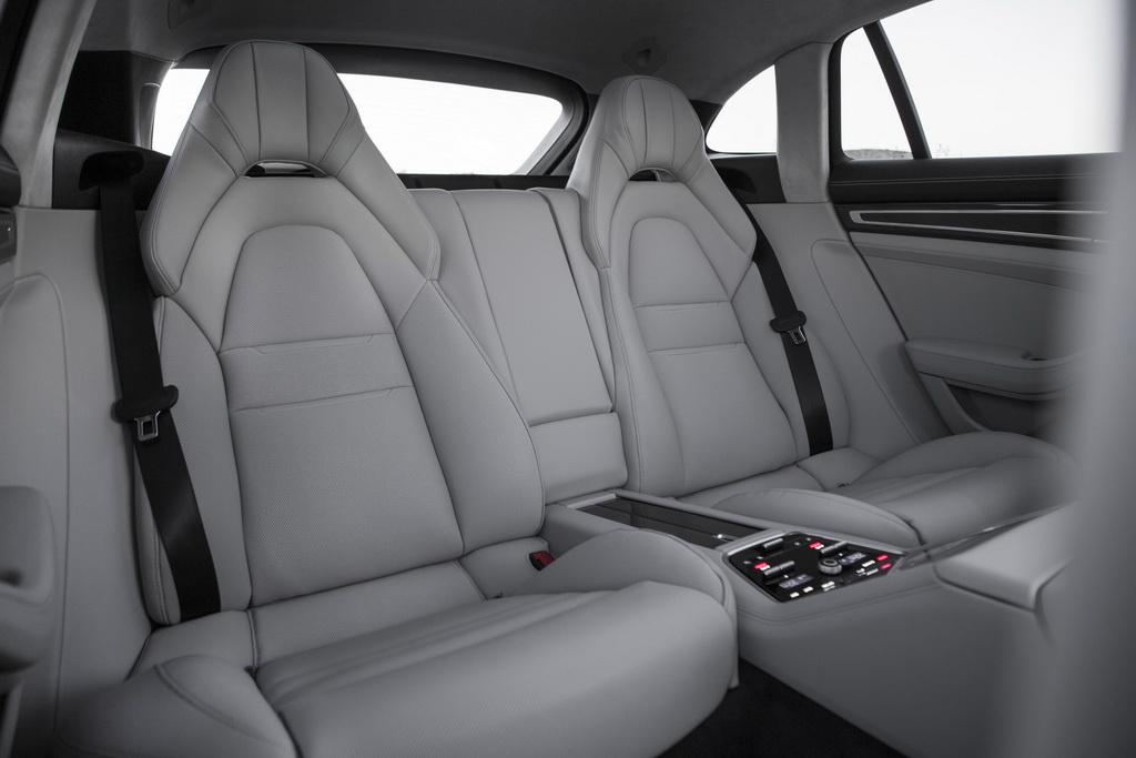 Задний ряд Porsche Panamera Sport Turismo