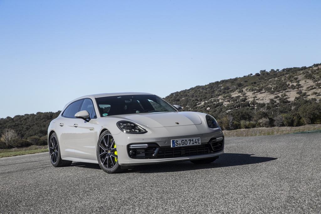 Как выглядит универсал Porsche Panamera Sport Turismo