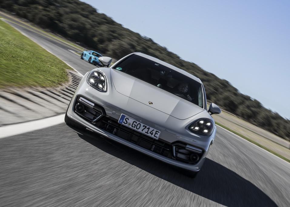 Внешность универсала Porsche Panamera Sport Turismo