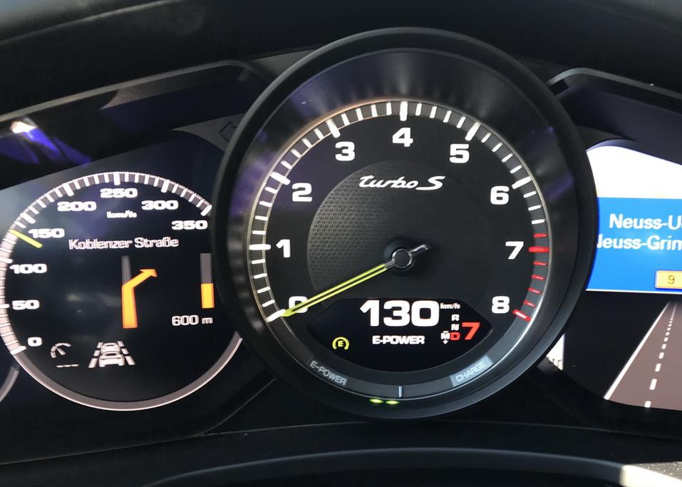Скорость гибридного Porsche Panamera