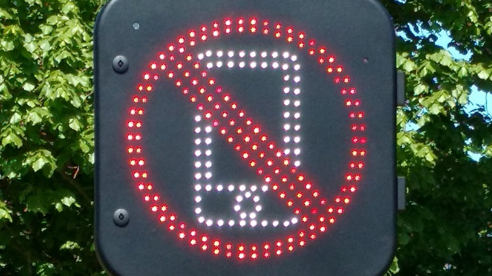 разговоры по телефону за рулем запрещены