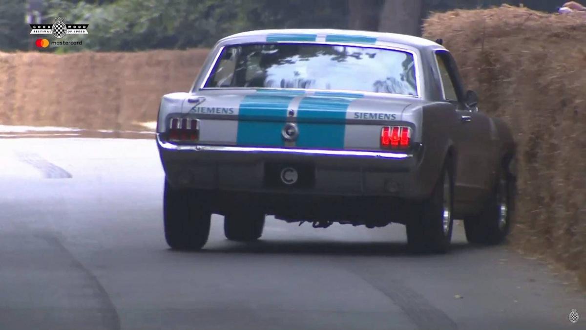 Беспилотный Ford Mustang попал в ДТП во время демонстрации на публике