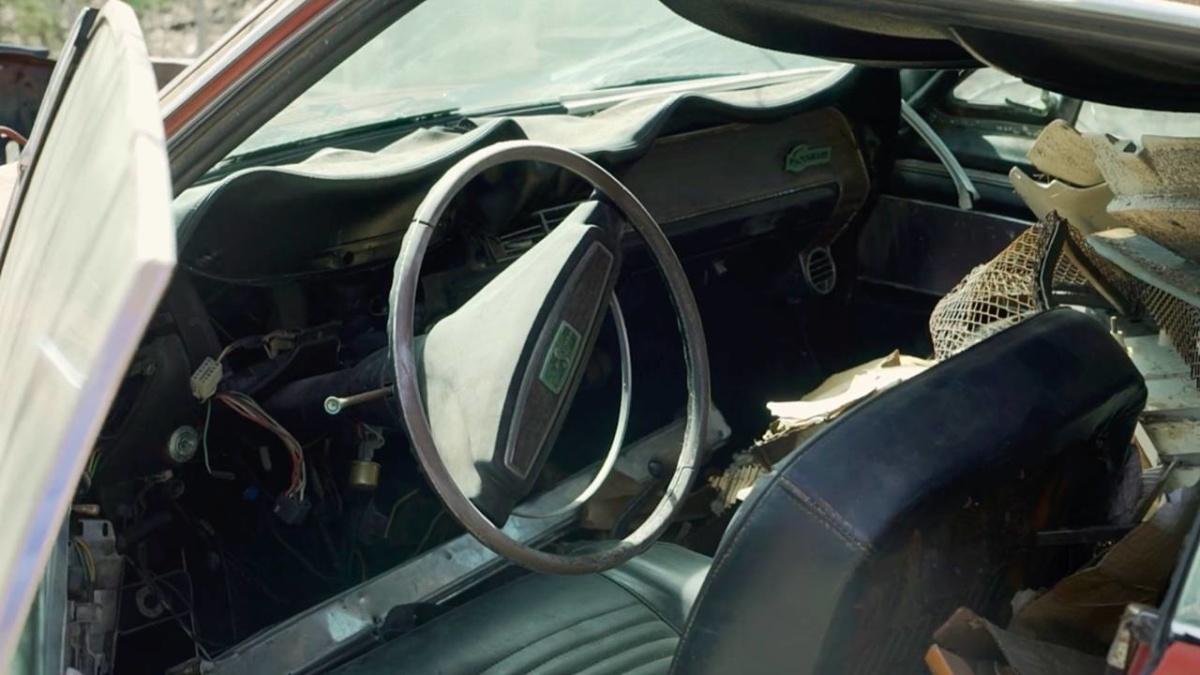Редчайший Ford Mustang десятилетиями ржавел посреди поля