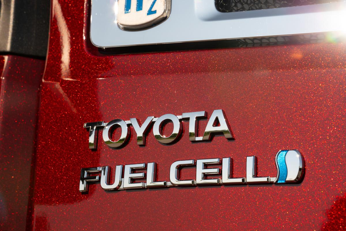 грузовик Toyota с топливными элементами на водороде