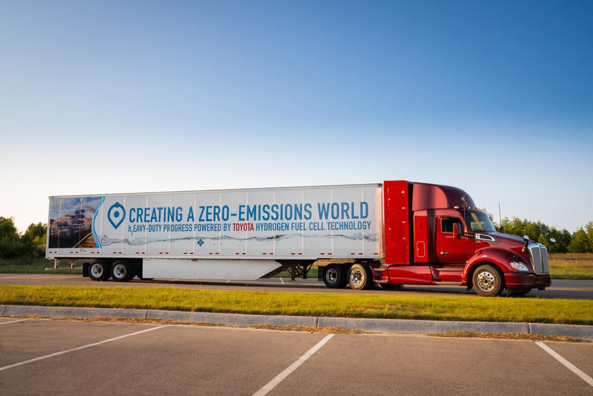 водородный грузовик Toyota с топливными элементами