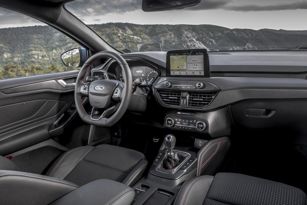 Интерьер Ford Focus 2018