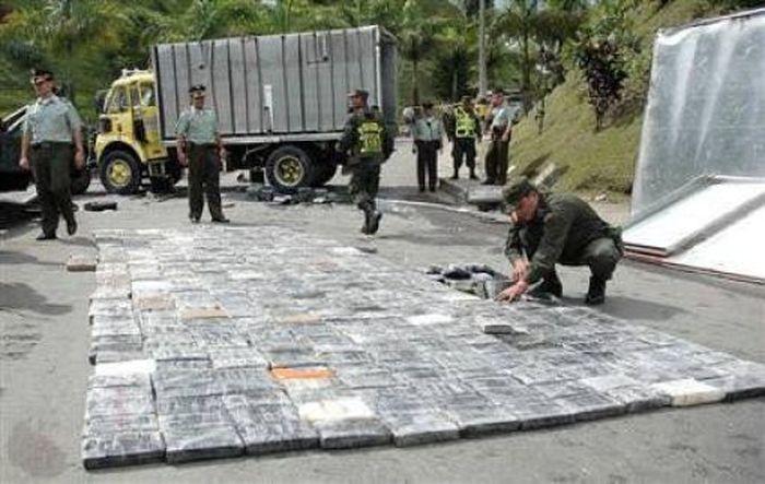 10 самых необычных грузов потерянных при ДТП - тонная кокаина
