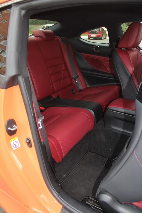 Задний ряд Lexus RC 200t