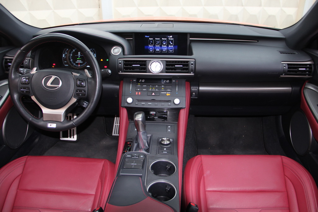 Интерьер Lexus RC 200t