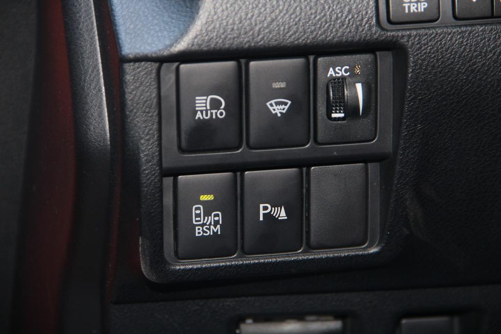 Ассистенты водителя Lexus RC 200t