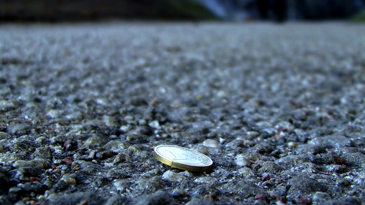 10 самых необычных грузов потерянных при ДТП - рассыпанные деньги