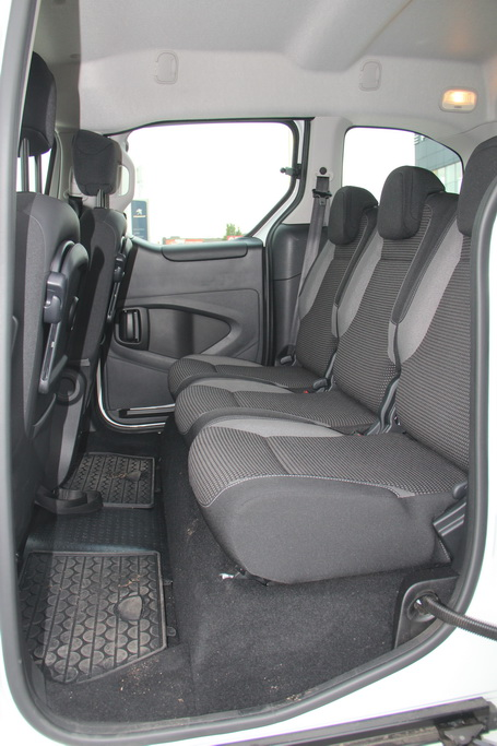 Задний ряд Peugeot Partner Tepee 4x4